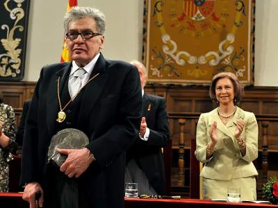 José Emilio Pacheco al recibir el Premio Cervantes 2009