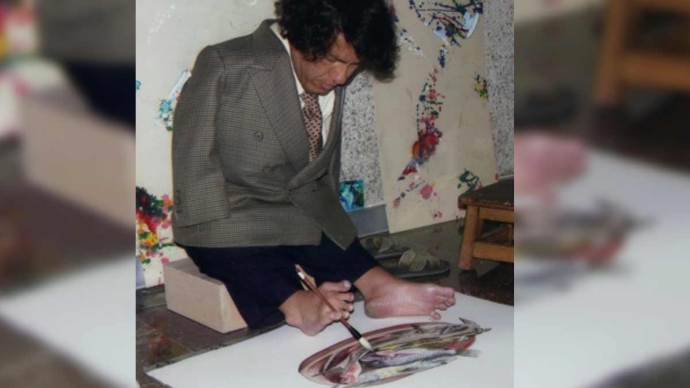 José-Gerardo-Uribe-Aguayo.-Pintor-con-los-pies