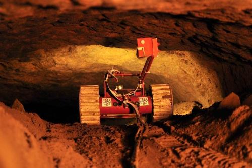 Tlaloque I explorando túnel de Teotihuacán. Foto: planetasapiens